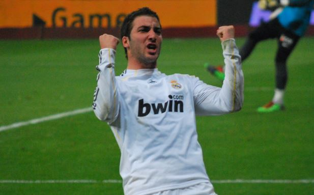 Top 10 highest paid soccer players in Serie A 2014, Gonzalo Higuain , napoli striker, argentine international