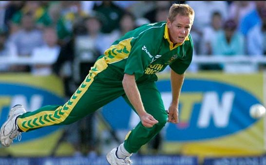 Top 10 Bowlers with Most Wickets in ODI Cricket History, Shaun Pollock